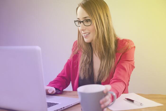 CRM é uma estratégia focada no cliente com o objetivo de aumentar a satisfação, a fidelização e as vendas